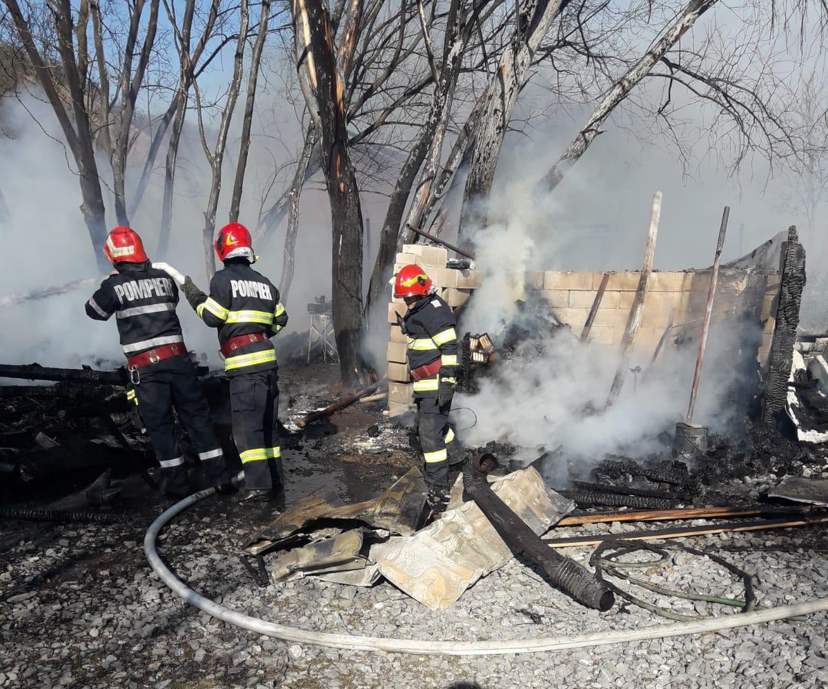 incendiu-divici-pompieri-1