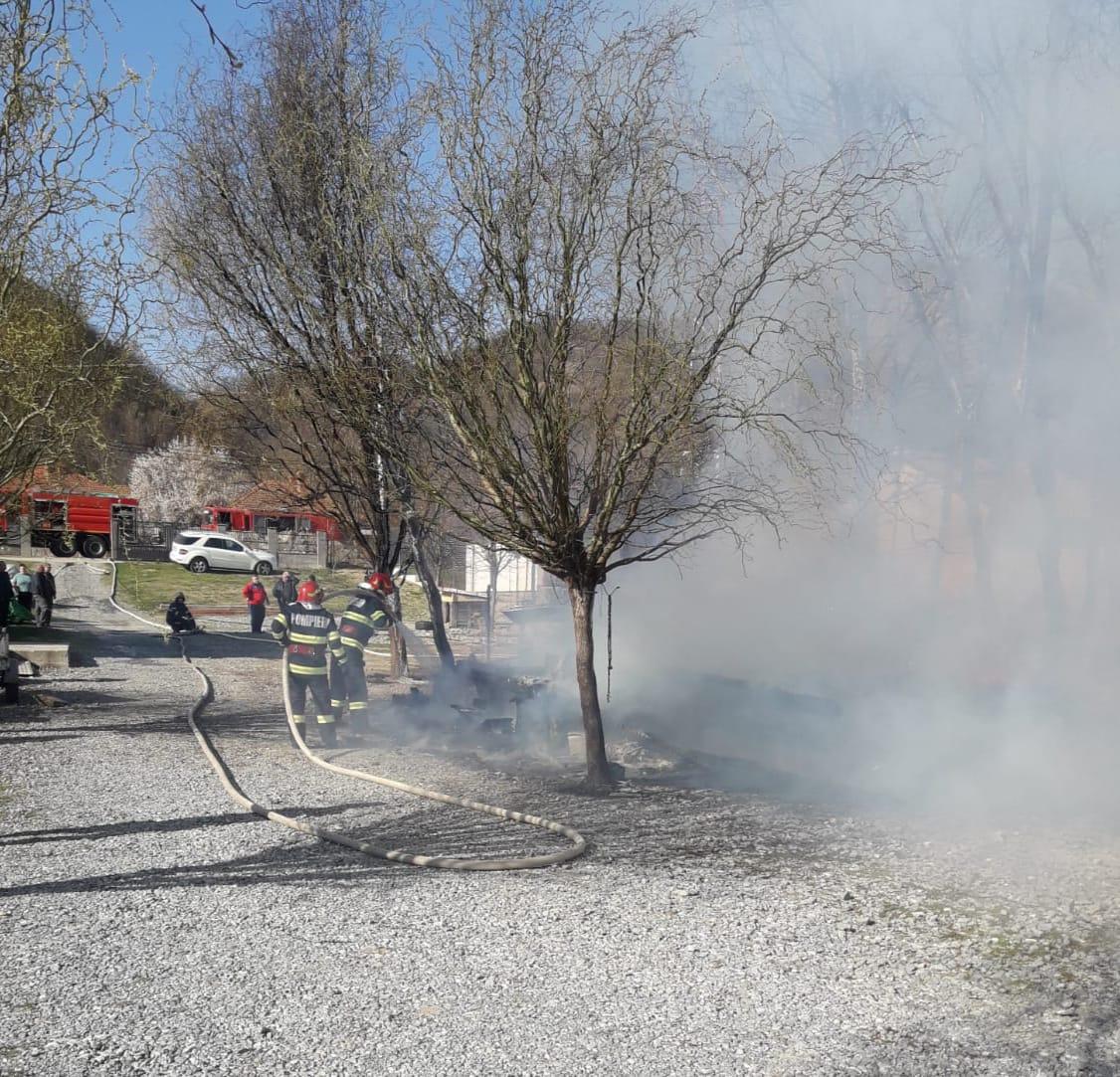 incendiu-divici-pompieri-2