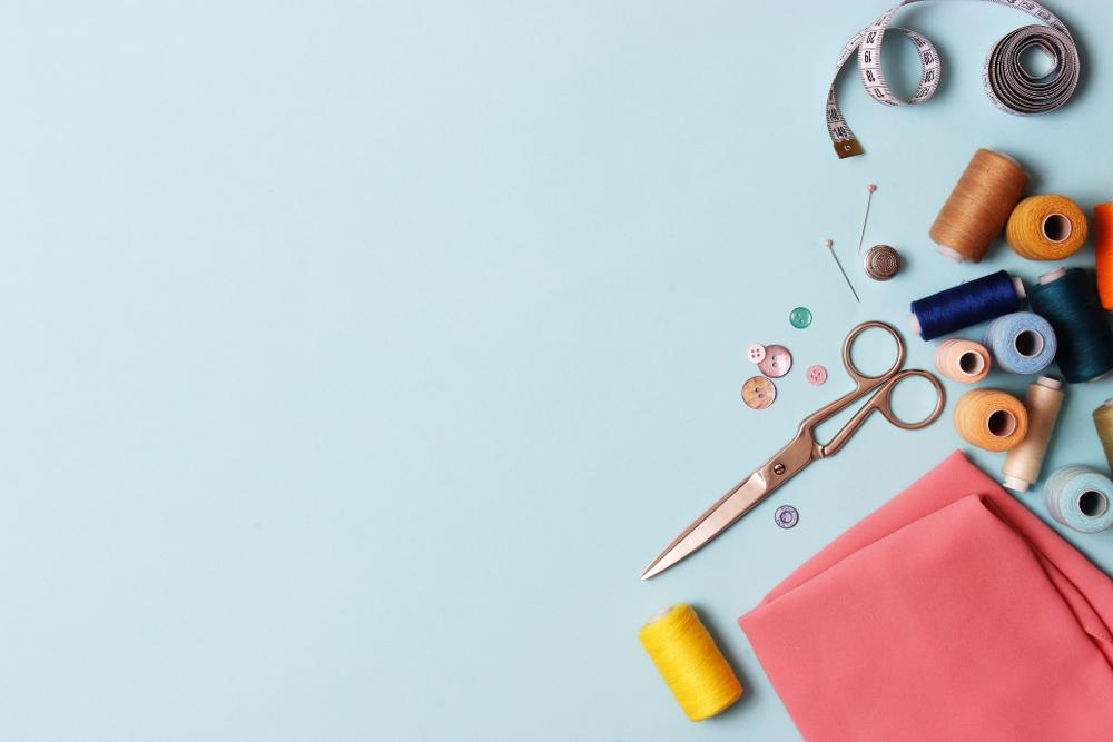 Jerse-ul şi poliesterul sunt materiale foarte populare, de zeci de ani aceste ţesături au fost transformate în articole vestimentare excepţionale.